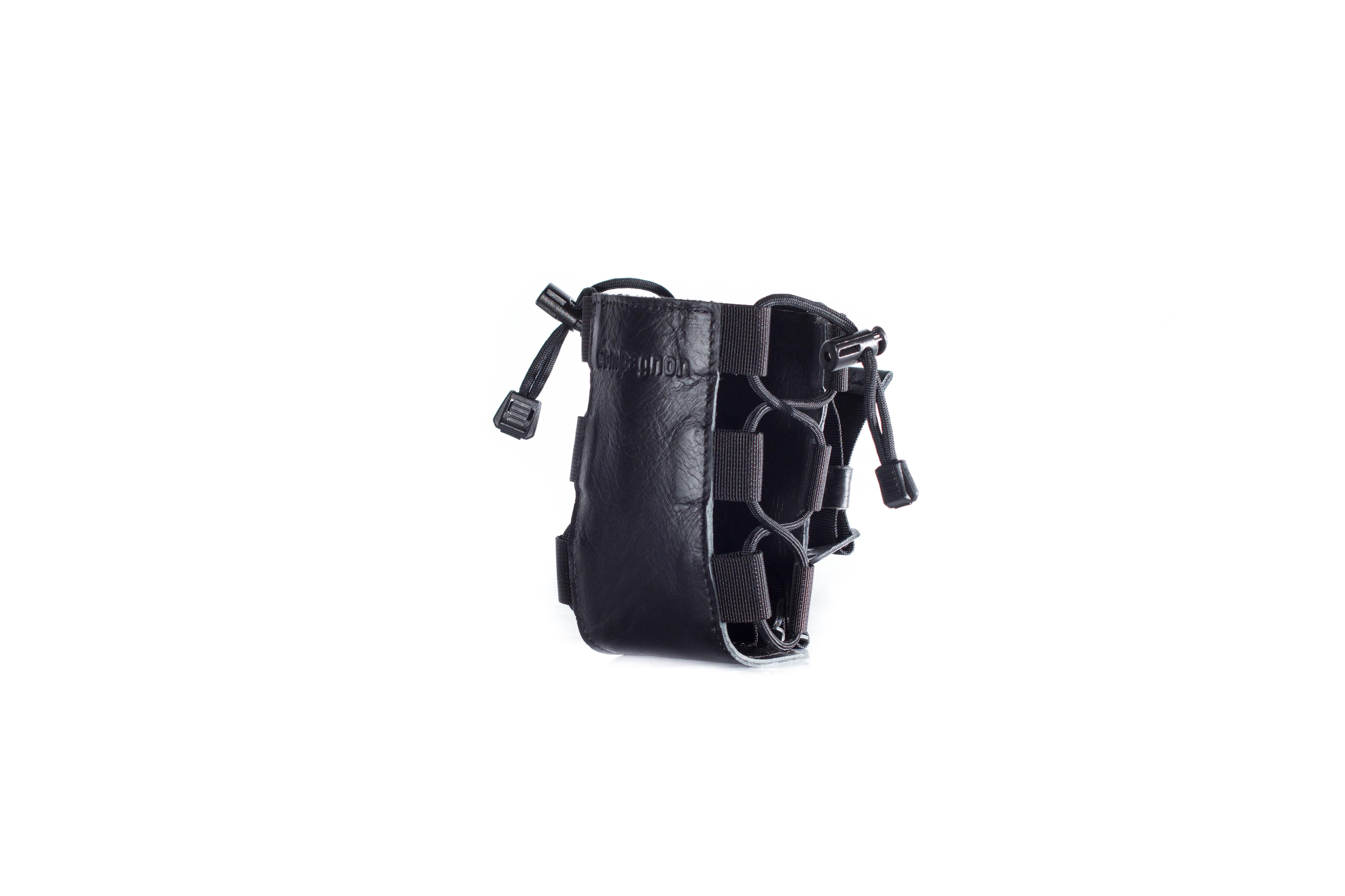 compagnon_quiver_tripod_stativ_koecher_halter_black_leather_05-full